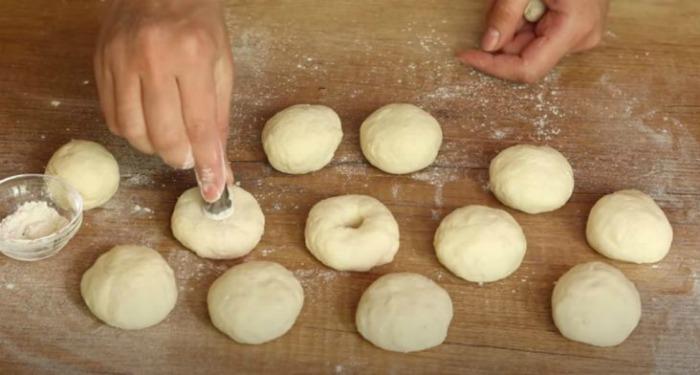 Пишні сирні пончики в духовці. Готуються швидко без масла і дріжджів