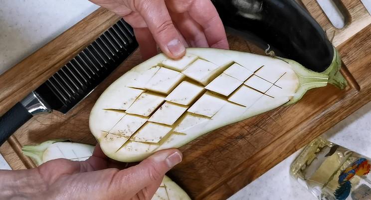 Готую баклажани з начинкою методом з надрізами. Виходить смачно