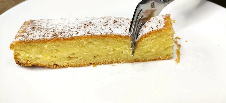 Беру 1 стакан кефіру і за 10 хвилин готую найпростіший пиріг на кефірі