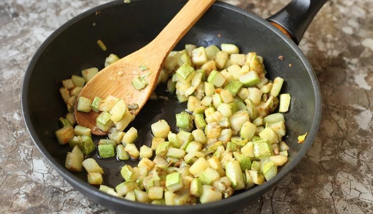 Салат зі смажених кабачків: скільки ж виявляється смачного можна приготувати з кабачків