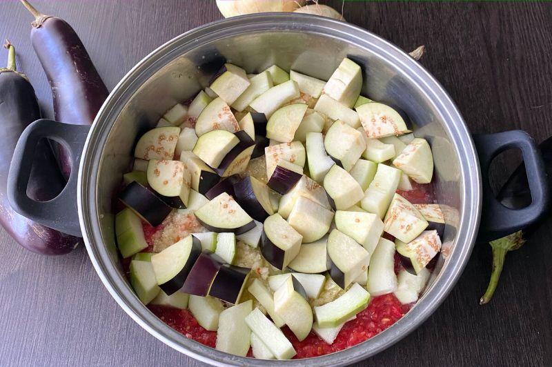 Мій улюблений салат з баклажанами і кабачками в томаті на зиму. Готувати просто – виходить смачно