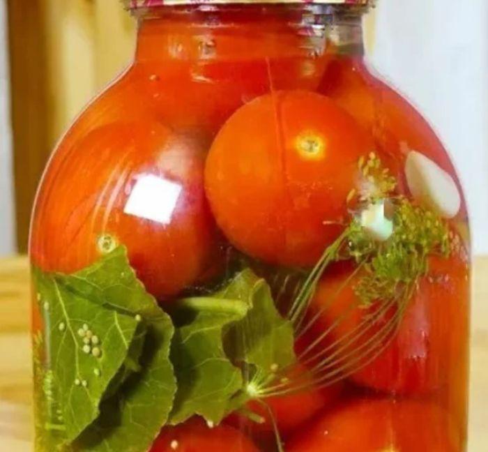 «Золотий рецепт». Солодкі закусочні помідори на зиму: справжня закуска на святковий стіл