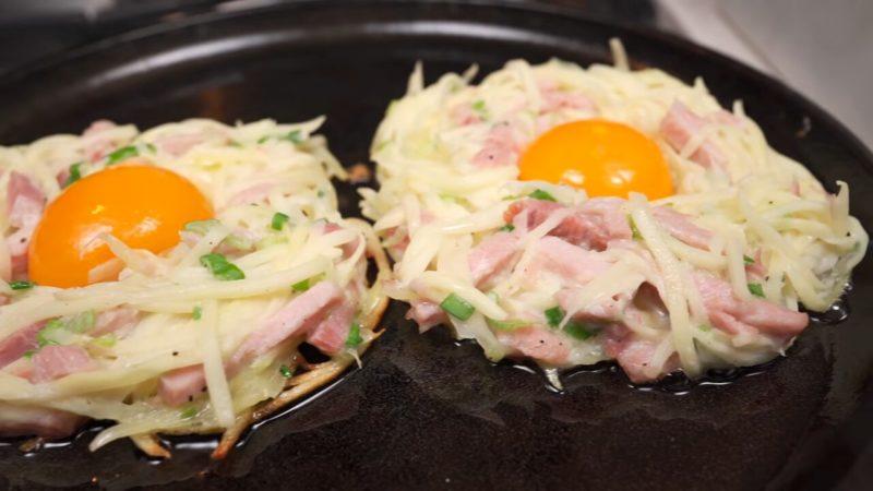 Нова подача картоплі з яйцем на сніданок: красиво і дуже смачно
