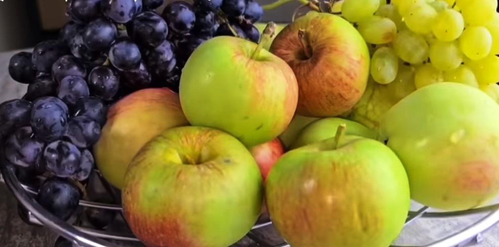 Був би підвал, наготувала б 50 банок. Помідори з виноградом і яблуками