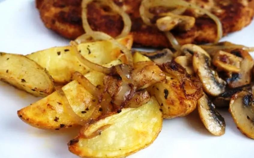 Як приготувати правильно картоплю з грибами в одній сковороді: поради досвідченої господині