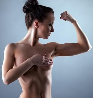 Упражнения на руки в спортзале для девушек