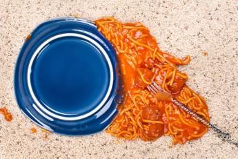 Ученые доказали, что поднятые за 5 секунд продукты можно есть