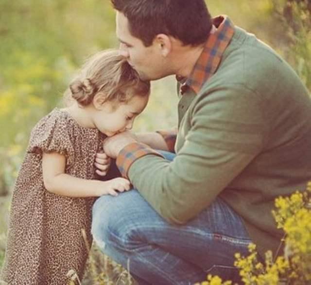 Она подумала, что дочь помыкает своим папой. Но ответ мужчины она никогда не забудет!