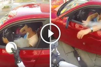 Нечистоплотная девушка выбросила мусор из окна автомобиля. Но мотоциклист преподал ей урок на всю жизнь…