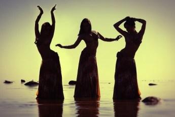 Вот в чём разница между афроамериканским и европейским подходом к танцам. Потрясающий номер!