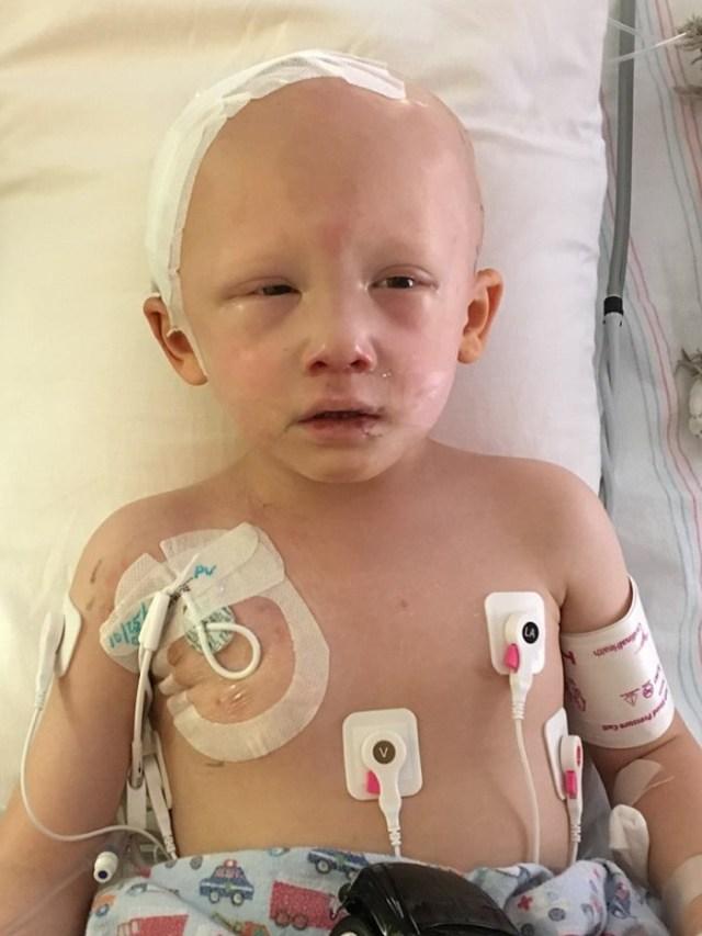 Перед смертью этот мальчик открыл глаза и прошептал четыре слова. Невозможно сдержать слезы!
