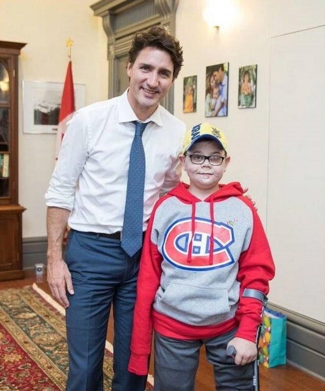 11-летний мальчик с гордостью показывал друзьям находку. Через минуту мать нашла тело сына…