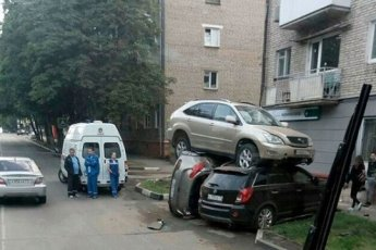 Мастера парковки: 11 фото примеров, как лучше не парковаться