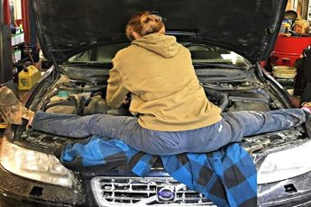 20 ситуаций, в которые попали женщины управляющие автомобилем