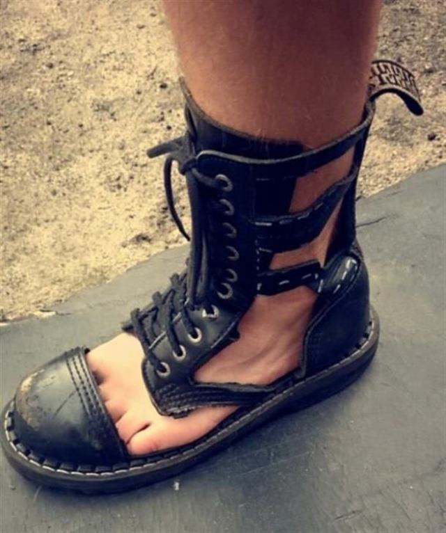 13 примеров, модной и забавной обуви