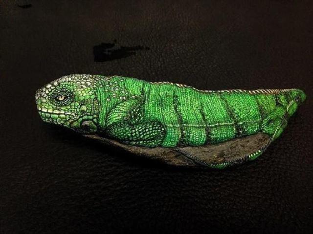 Японская художница оживляет камни, превращая их в милых животных