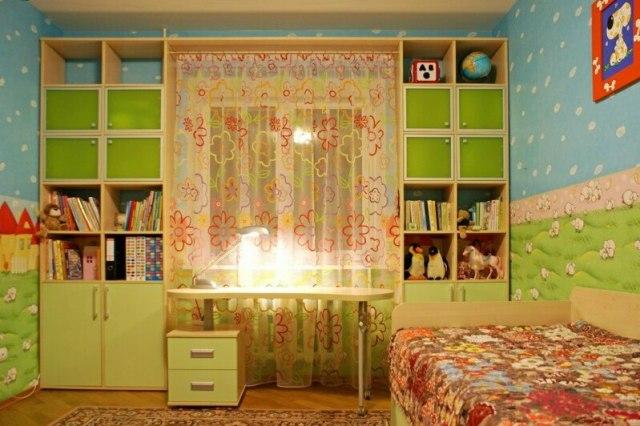 Невероятно красивые и практичные шкафы вокруг окна