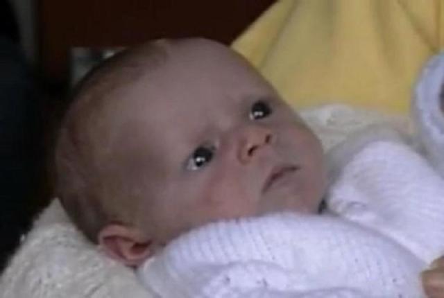 Младенца забыли в туалете аэропорта. Через 30 лет он нашел свою семью