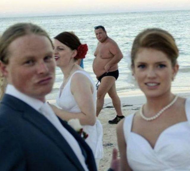 20 свадебных фото, которые точно не попадут в альбом