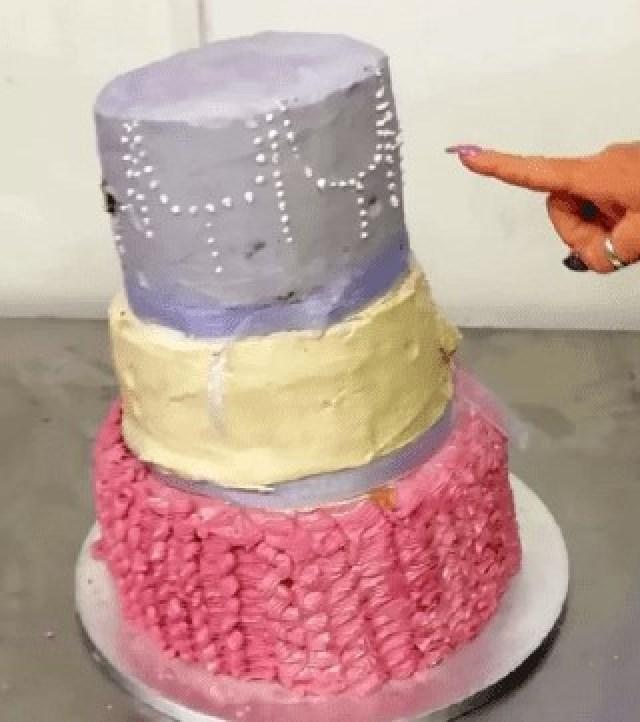 Она заказала стильный свадебный торт, но реальность чуть не испортила церемонию