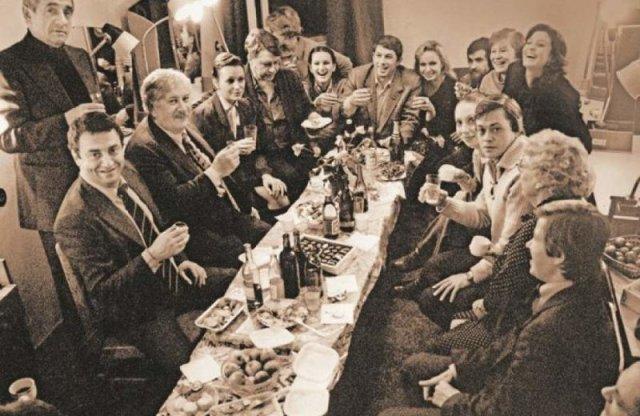 Редкие фото праздничных застолий советских знаменитостей, которые вы не видели прежде