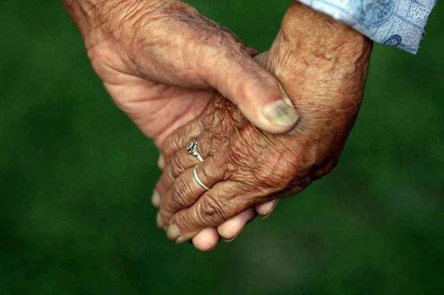 """""""Их любовь сияет ярче солнца"""" - поразительная история пожилой китайской пары, которая вместе уже 98 лет"""