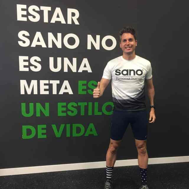 Испанский тренер устроил веселую тренировку для всех соседей в карантине