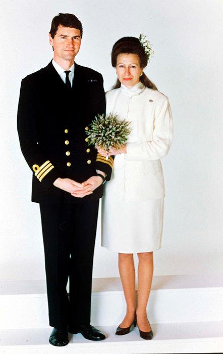 Платье-торт и не только: безвкусные свадебные наряды королевских особ