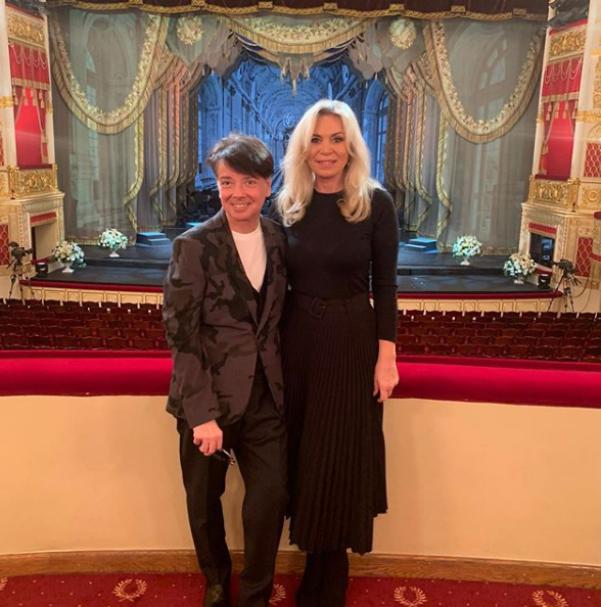 61-летняя Марина Юдашкина предстала перед поклонниками в роскошном образе