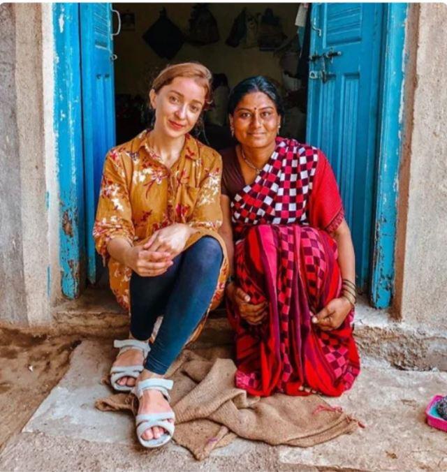 Украинка вышла замуж за бедного индийца и приспособилась к жутким условиям жизни его семьи