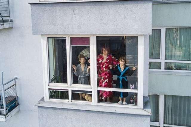 """""""Карантинный позитив"""" 15 фото о том, чем занимаются люди в самоизоляции"""