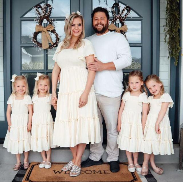 Женщина родила четверняшек после 8 лет попыток стать мамой. Как выглядят детки спустя годы