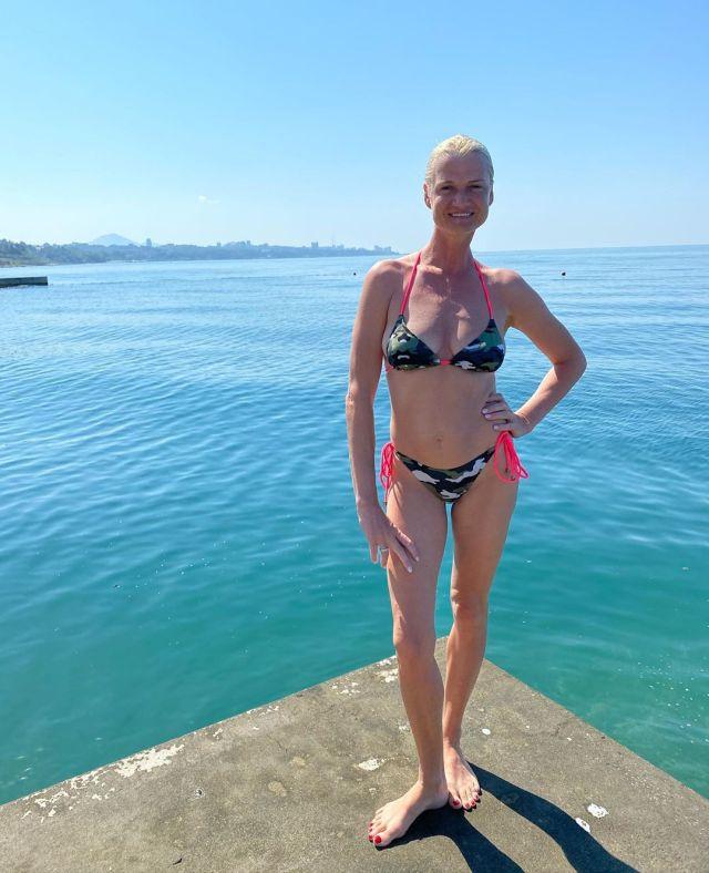 «Ягодка опять?» - 41-летняя Хоркина продемонстрировала подтянутую фигуру на отдыхе