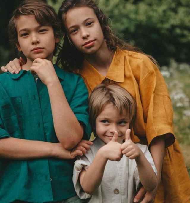 Дети Сергея Жукова заметно подросли на новых фото. У них очень необычная внешность