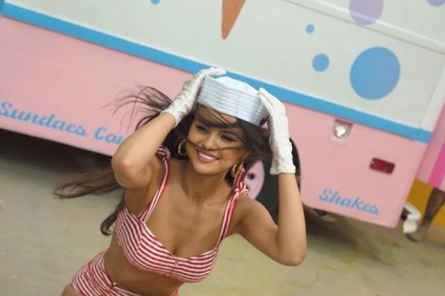 """""""Красиво"""": 28-летняя Селена Гомес засветила привлекательное декольте, удивив поклонников"""