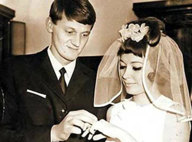 Как Алла Пугачева первый раз замуж выходила: редкие фото с бракосочетания