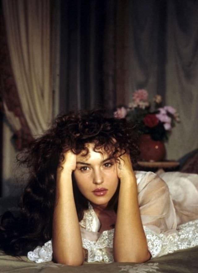 Притягательная красота: редкие снимки молодой Моники Беллуччи, такой вы её не видели