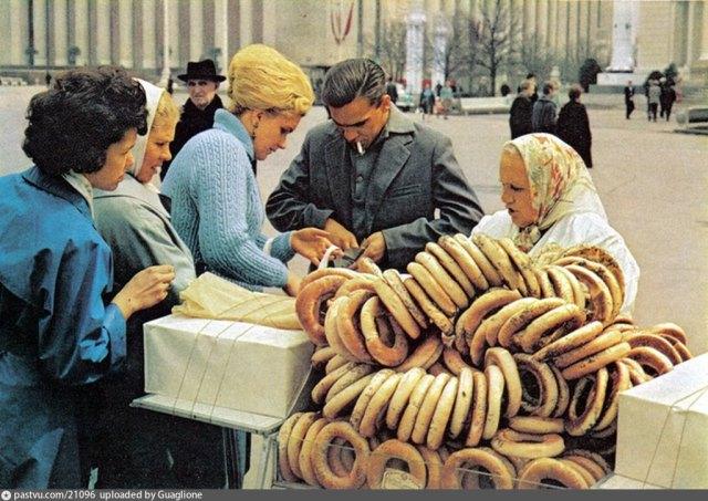 Советское прошлое: Простые лица СССРовских граждан на старых фотокарточках
