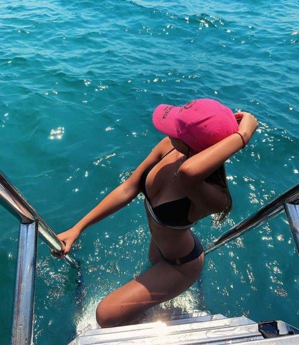 Вылитая Ирина Шейк. Невестка Валерии похвасталась фигурой в купальном костюме