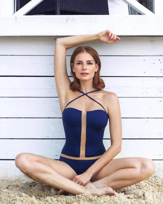 Какие формы и изгибы! - 42-летняя Любовь Толкалина в смелом монокини произвела фурор