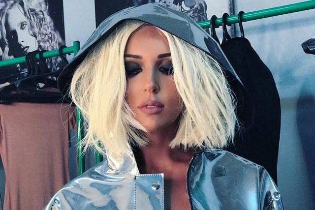 Идет же! 37-летняя Алсу перекрасила волосы из блонда, вызвав восхищение у полконников