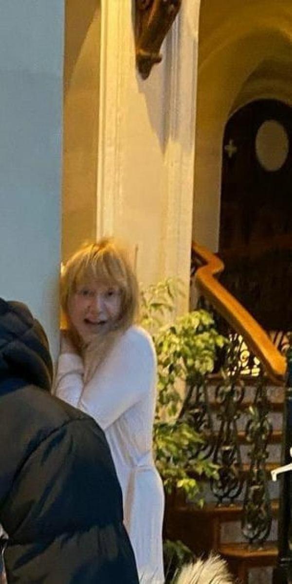 Галкин показал Пугачеву  в халате и без парика. В Сети обсудили честное фото примадонны