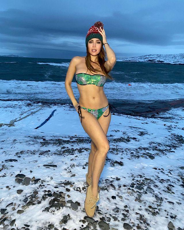 Анастасия Макеева поделилась фото в дерзком купальном костюме на Северном полюсе
