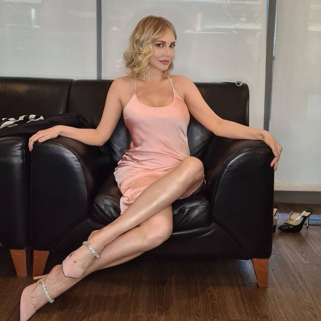 Выглядит моложе, чем в молодости: похудевшая Маша Малиновская покорила фанатов