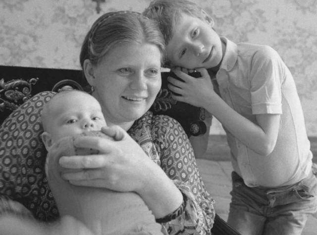 Нынешние жёны похожи на маму. Как сложилась судьба сыновей Ирины Муравьевой