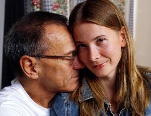 Как внучка с дедом: Юлия Высоцкая обнародовала трогательное фото венчания с мужем