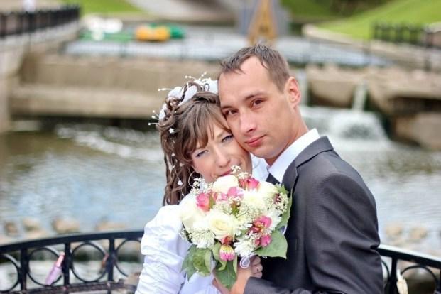 Над ней смеялись в сети, однако девушка изменилась, вышла замуж и утерла всем нос