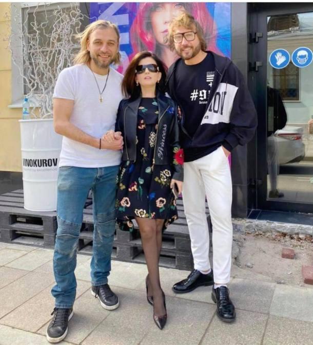 Женственная и привлекательная. 42-летняя Гурцкая в мини похвасталась стройными ногами