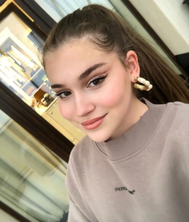 Слишком взрослая. В сети осудили 13-летнюю дочь Алсу за внешний вид не по годам