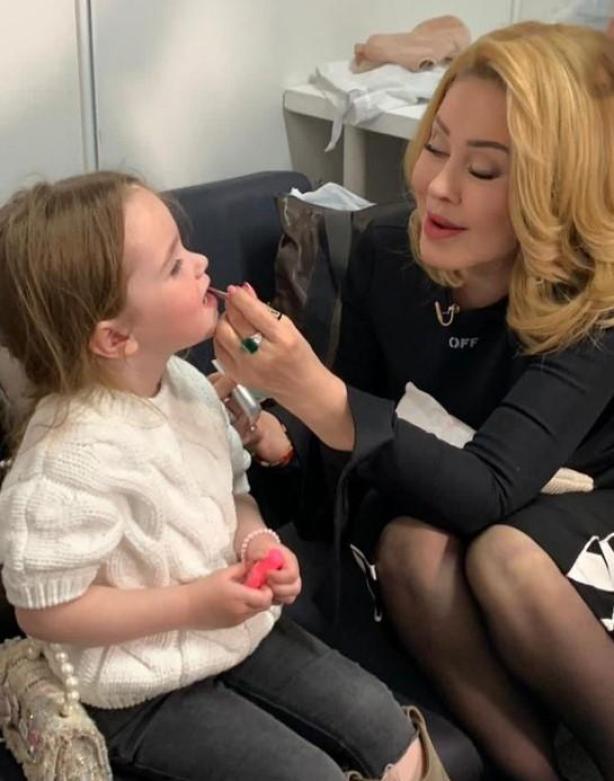 """""""Она моя дочь"""": Успенская показала трехлетнюю дочку, которую удочерила"""